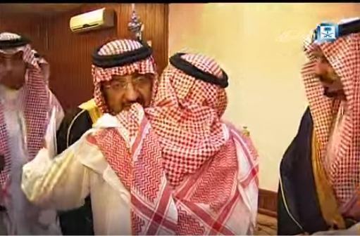نائب الملك يعزي ذوي شهداء عسير