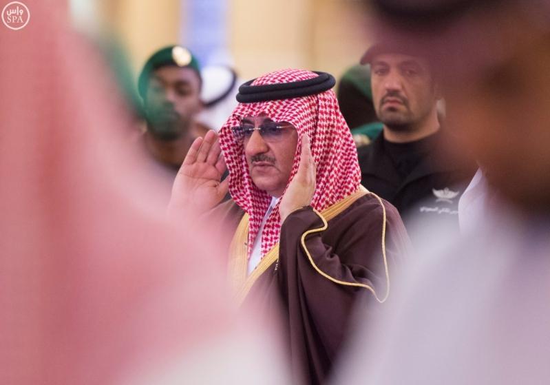 نائب خادم الحرمين يؤدي صلاة الميت على الأميرة سارة بنت سعود10