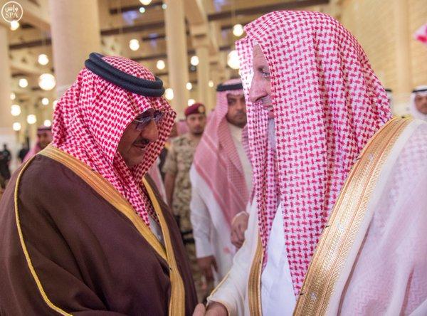نائب خادم الحرمين يؤدي صلاة الميت على الأميرة سارة بنت سعود2