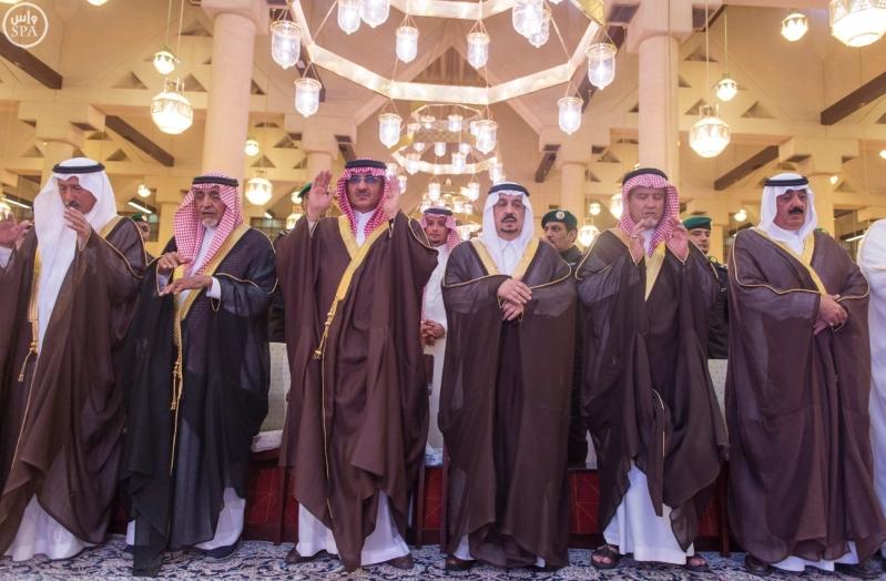 نائب خادم الحرمين يؤدي صلاة الميت على الأميرة سارة بنت سعود7