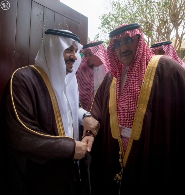 نائب خادم الحرمين يؤدي صلاة الميت على الأميرة سارة بنت سعود8