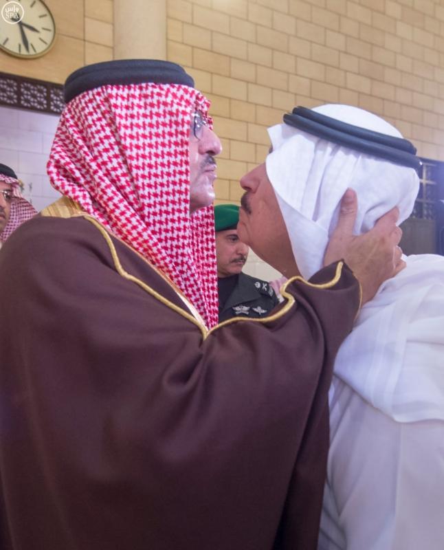 نائب خادم الحرمين يؤدي صلاة الميت على الأميرة سارة بنت سعود9