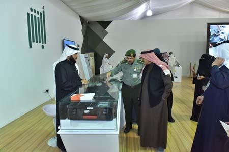 نائب رئيس مكافحة الفساد يزور جناح الجوازات بمهرجان الجنادرية (5)