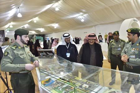 نائب رئيس مكافحة الفساد يزور جناح الجوازات بمهرجان الجنادرية (9)