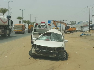نجاة سائق ارتطمت مركبته بعمود بدولي #جازان