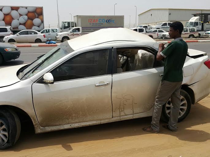 نجاة سائق ارتطمت مركبته بعمود بدولي #جازان1