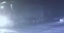 نجاة سائق شاحنة من الدهس اسفل قطار
