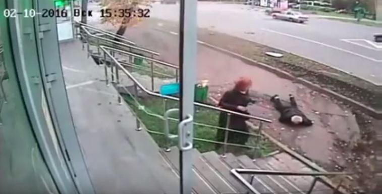 نجاة مسن وزوجته من حادث دهس