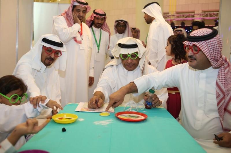 نجوم الإعلام والدراما يشاركون الأطفال في مهرجانهم المسرحي