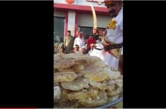 بالفيديو.. نحّالون يستعرضون منتجات العسل في الشوارع - المواطن