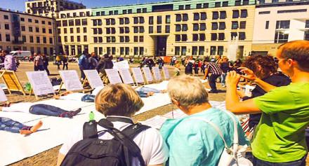 نشطاء بلوش يتظاهرون أمام السفارة الإيرانية فى لندن