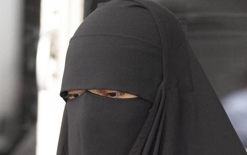 نقاب-امرأة-منقبة-حجاب
