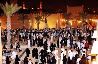 نقل تردُّدي مَجّانيّ للزوّار في موقع احتفالات عيد الفطر بالبجيري - المواطن