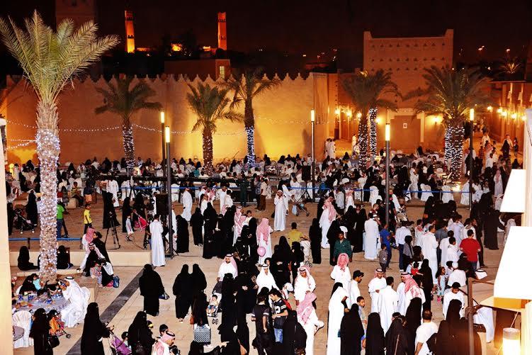 نقل تردُّدي مَجّانيّ للزوّار في موقع احتفالات عيد الفطر بالبجيري (493709885) 