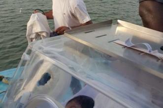 نقل رضيعة بحالة حرجة من فرسان بمركب مائي متهالك (2)