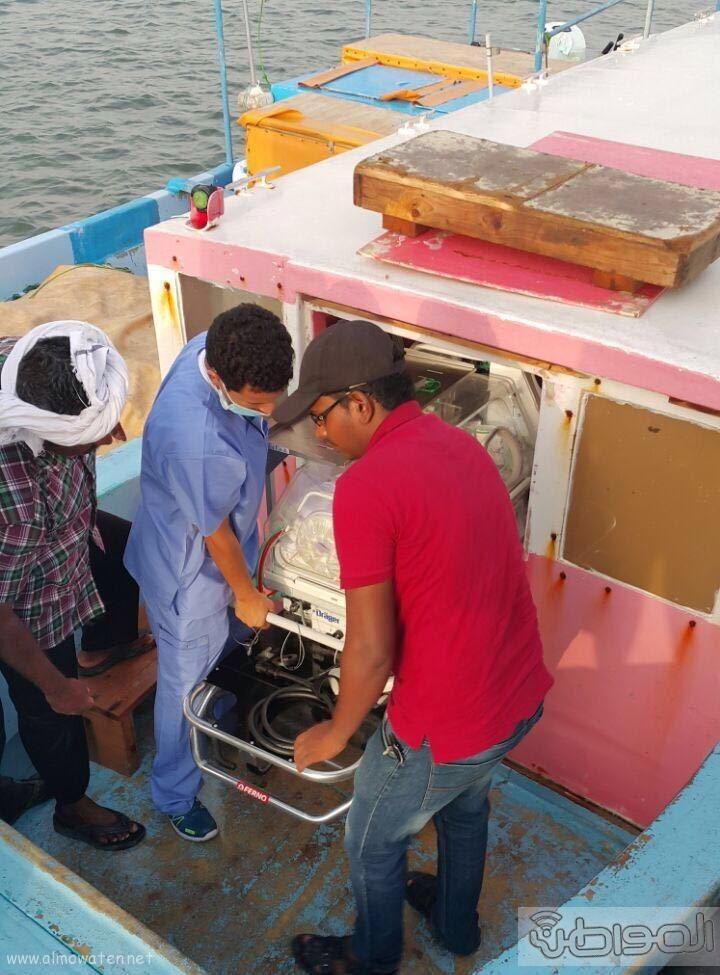 نقل رضيعة بحالة حرجة من فرسان بمركب مائي متهالك (3)