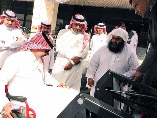 شاهد المجموعة الثانية من حافلات نقل طلاب وطالبات الإعاقة الحركية للمدارس بتعليم الرياض