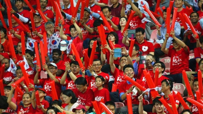 South Korea's fans cheer their team on ahead of their AFC qualifying football match for the 2018 FIFA World Cup between Kuwait and South Korea on October 8, 2015 at the Kuwait Sports Club Stadium in Kuwait City. AFP PHOTO / YASSER AL-ZAYYAT        (Photo credit should read YASSER AL-ZAYYAT/AFP/Getty Images)