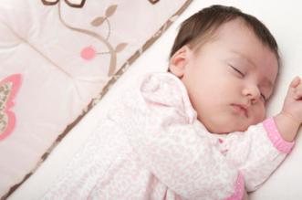 دراسة: نوم الرضع بغرفة والديهم يقلل الوفيات - المواطن
