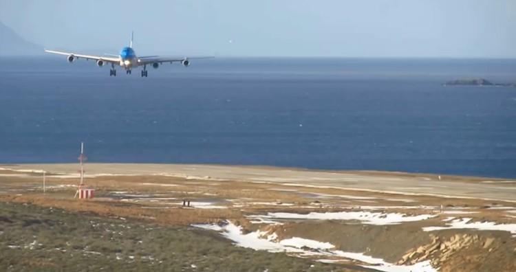 هبوط-طائرة-بالارجنتين