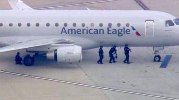 هبوط طائرة لوس انجلوس