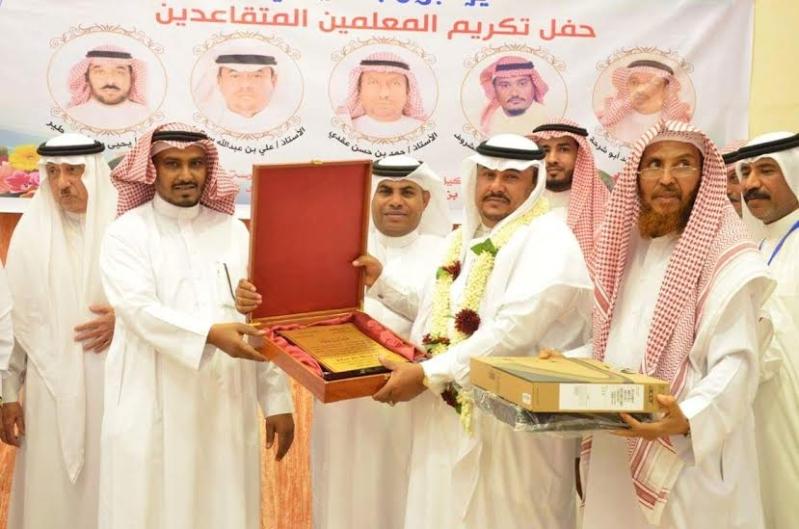 هدية الزوجة والأبناء لـ4 معلمين متقاعدين في أبو عريش10