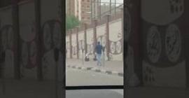 شاهد.. لحظة هروب فتاتين من أعلى سور مدرسة بالكويت - المواطن