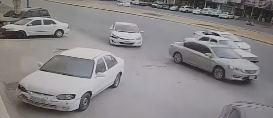 هروب قائد مركبة بعد اصطدامه بسيارة