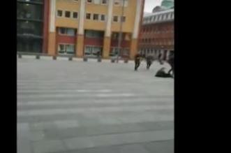بالفيديو.. الرياح القوية تطيح بالمارة في هولندا - المواطن