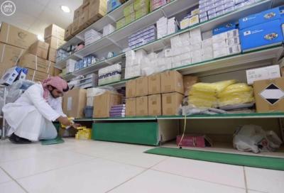 هيئة الغذاء والدواء تغلق محلاً أخفى أجهزة مخالفة2
