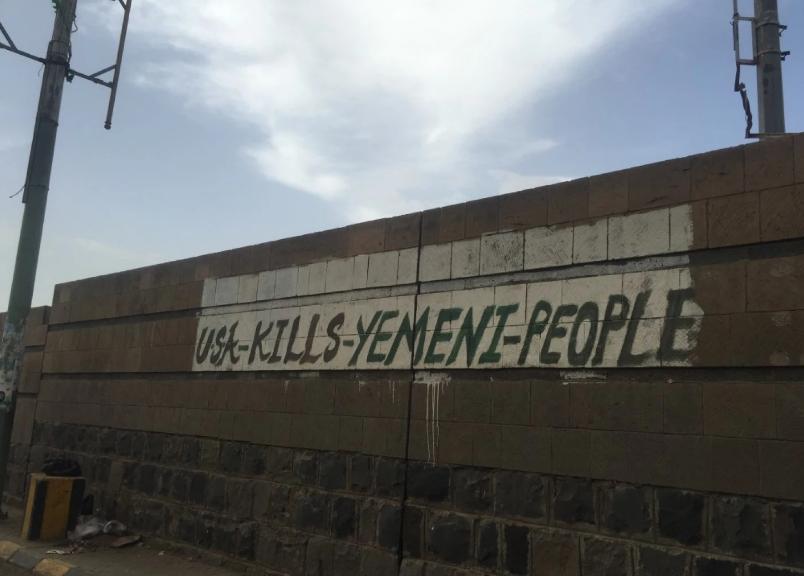واشنطن بوست ترصد تشويه الحوثيين لجدران السفارة السعودية في صنعاء (1)