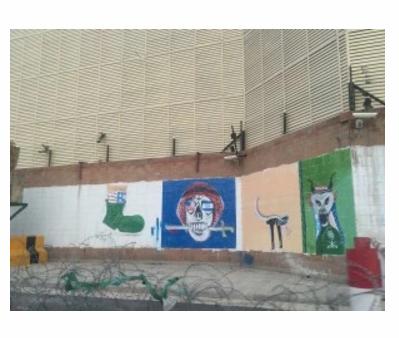 واشنطن بوست ترصد تشويه الحوثيين لجدران السفارة السعودية في صنعاء (3)