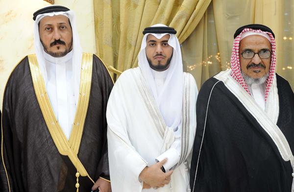 والد العريس أحمد محني الشهري والعريس صالح أحمد ووالد العروسة علي زاهر الشهري