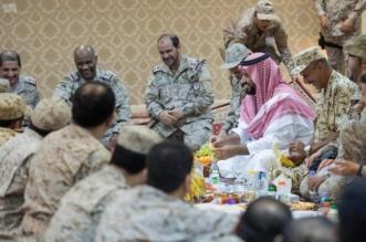 بالصور .. ولي ولي العهد يتناول الإفطار مع منسوبي التحالف بالحد الجنوبي - المواطن