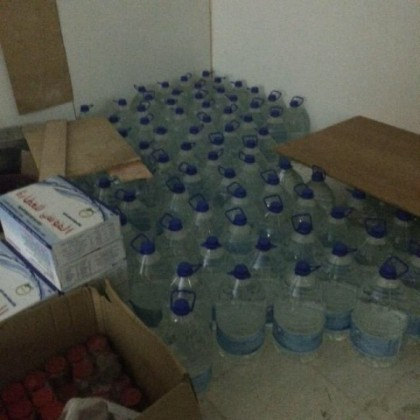 """وزارة التجارة والصناعة عن ضبط 960 علبة ماء مخالفة """"ماء زمزم مقري"""" (3)"""