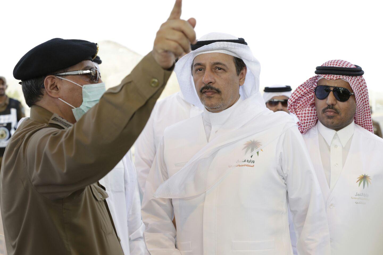 #العمل تضبط 40 عاملاً مخالفاً في مشعر عرفات - المواطن