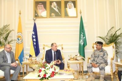 وزير الأمن البوسني يزور حرس الحدود بمنطقة مكة المكرمة