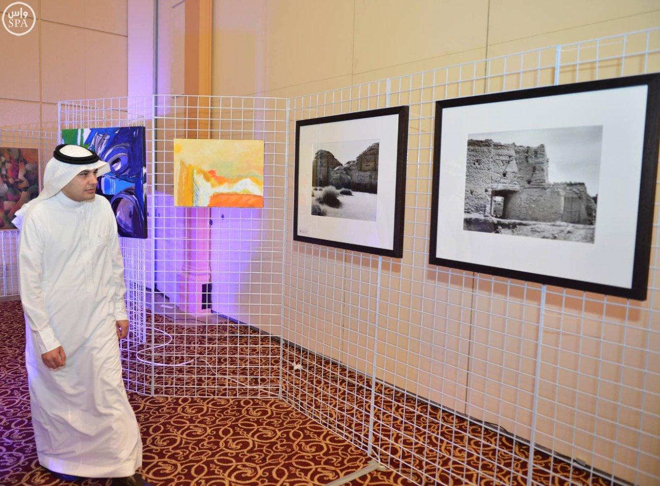 وزير الإعلام يقف على استعدادات-القمة العربية-الاتينية (2)