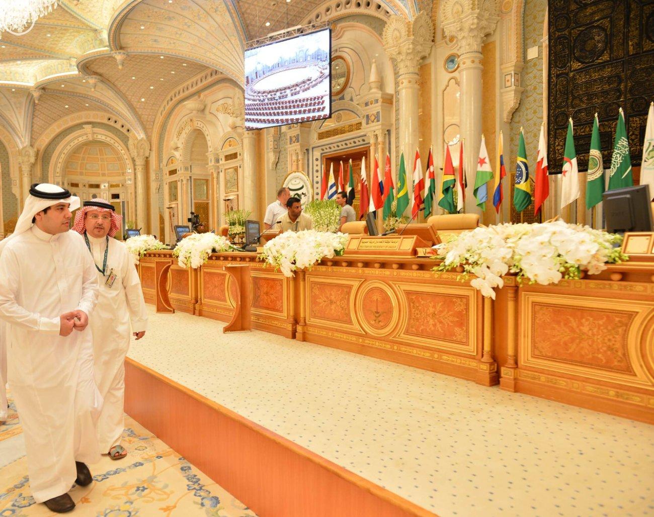 وزير الإعلام يقف على استعدادات-القمة العربية-الاتينية (4)