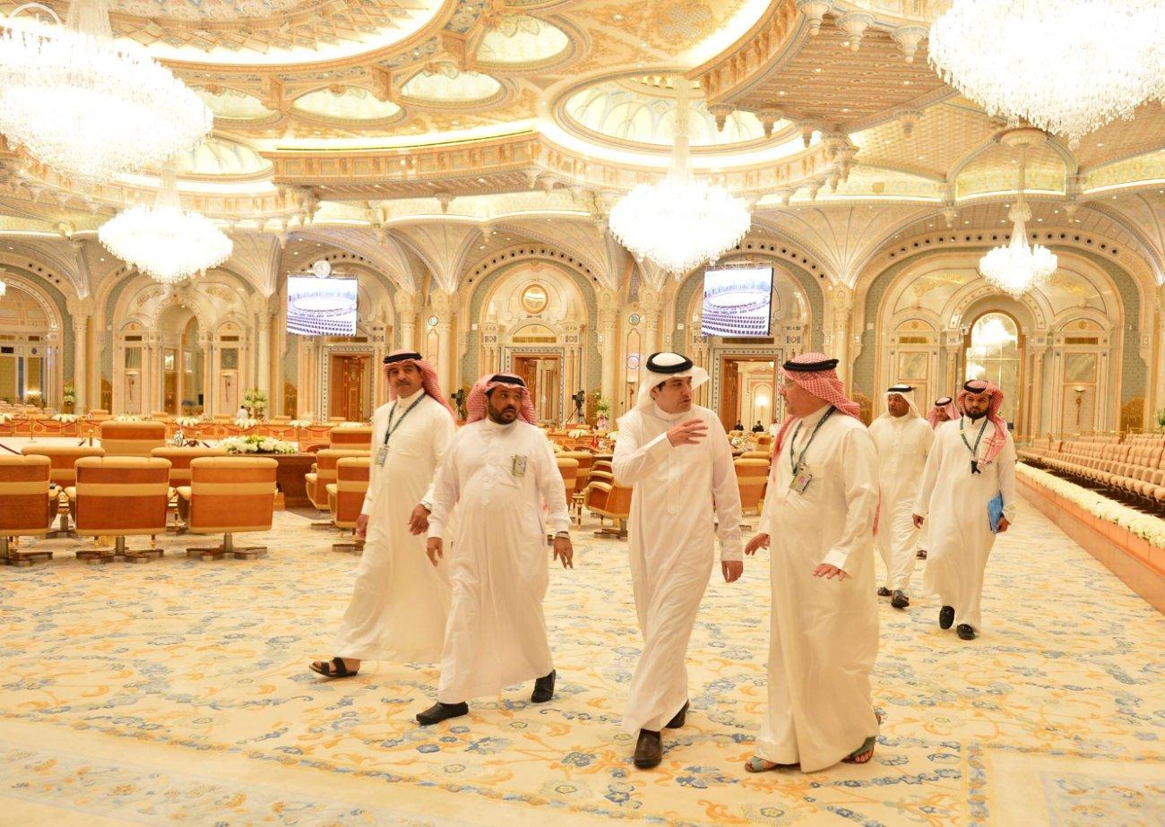 وزير الإعلام يقف على استعدادات-القمة العربية-الاتينية (5)