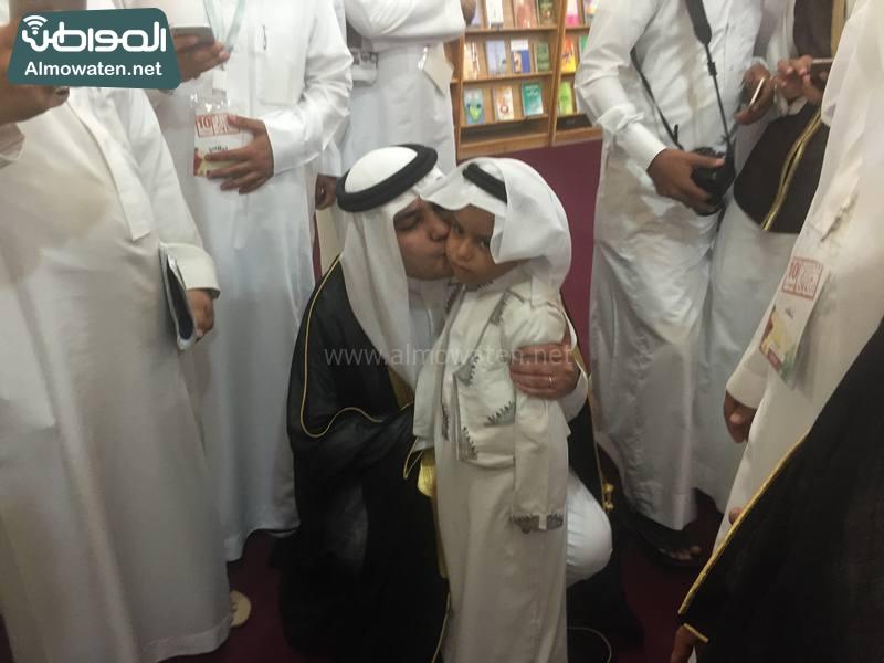 وزير الإعلام يلبي طلب الإعلامي الصغير (3)