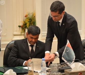 وزير الاعلام يوقع اتفاقيه مع ترمكستان