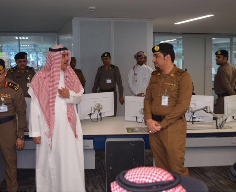 وزير البلديات يشيد بتقنيات مركز العمليات 911 (1)