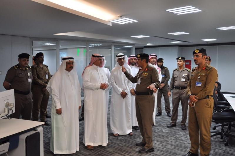 وزير البلديات يشيد بتقنيات مركز العمليات 911 (171238870) 