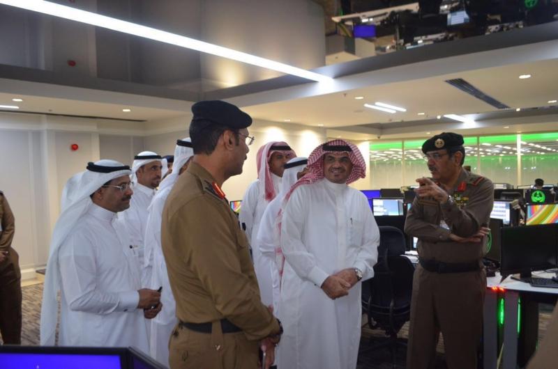 وزير البلديات يشيد بتقنيات مركز العمليات 911 (171238871) 