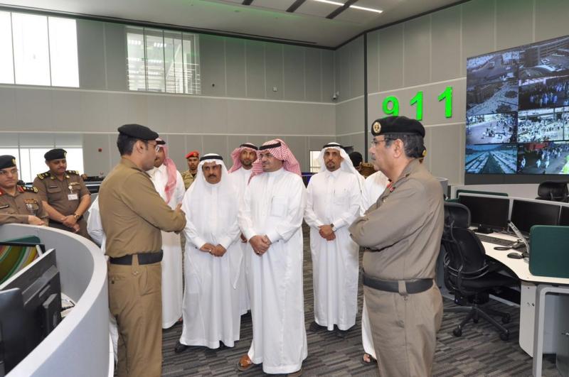 وزير البلديات يشيد بتقنيات مركز العمليات 911 (171238872) 