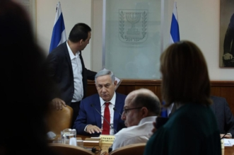 Israeli Prime Minister Benjamin Netanyahu (C) opens the weekly cabinet meeting on May 15, 2016 at his Jerusalem office. / AFP / AFP AND POOL / GALI TIBBON        (Photo credit should read GALI TIBBON/AFP/Getty Images)