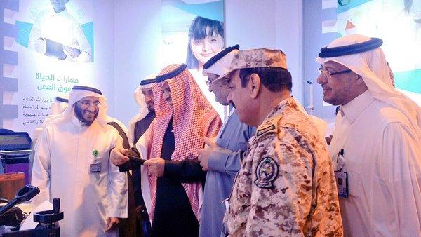 وزير التعلم احمد بن محمد العيسي يفتتح جناح تطوير بالجنادرية (1)