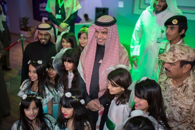 وزير التعلم احمد بن محمد العيسي يفتتح جناح تطوير بالجنادرية (2)