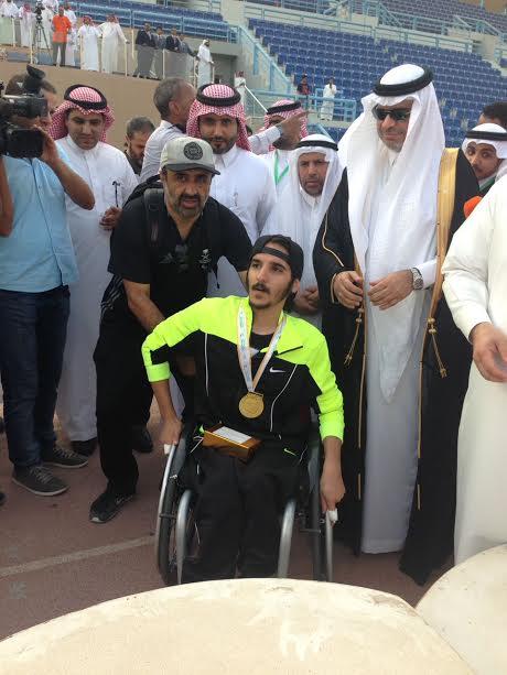 وزير التعليم يتوج آل فارح من جامعة الملك خالد بذهبية ألعاب القوى